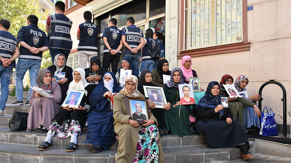 Diyarbakır annelerinin isyanı büyüyor: Yeter artık ciğerimiz bitti
