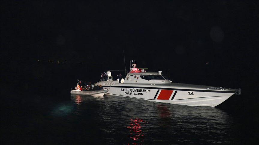 Yunanistan'ın denize bıraktığı 26 sığınmacı kurtarıldı!