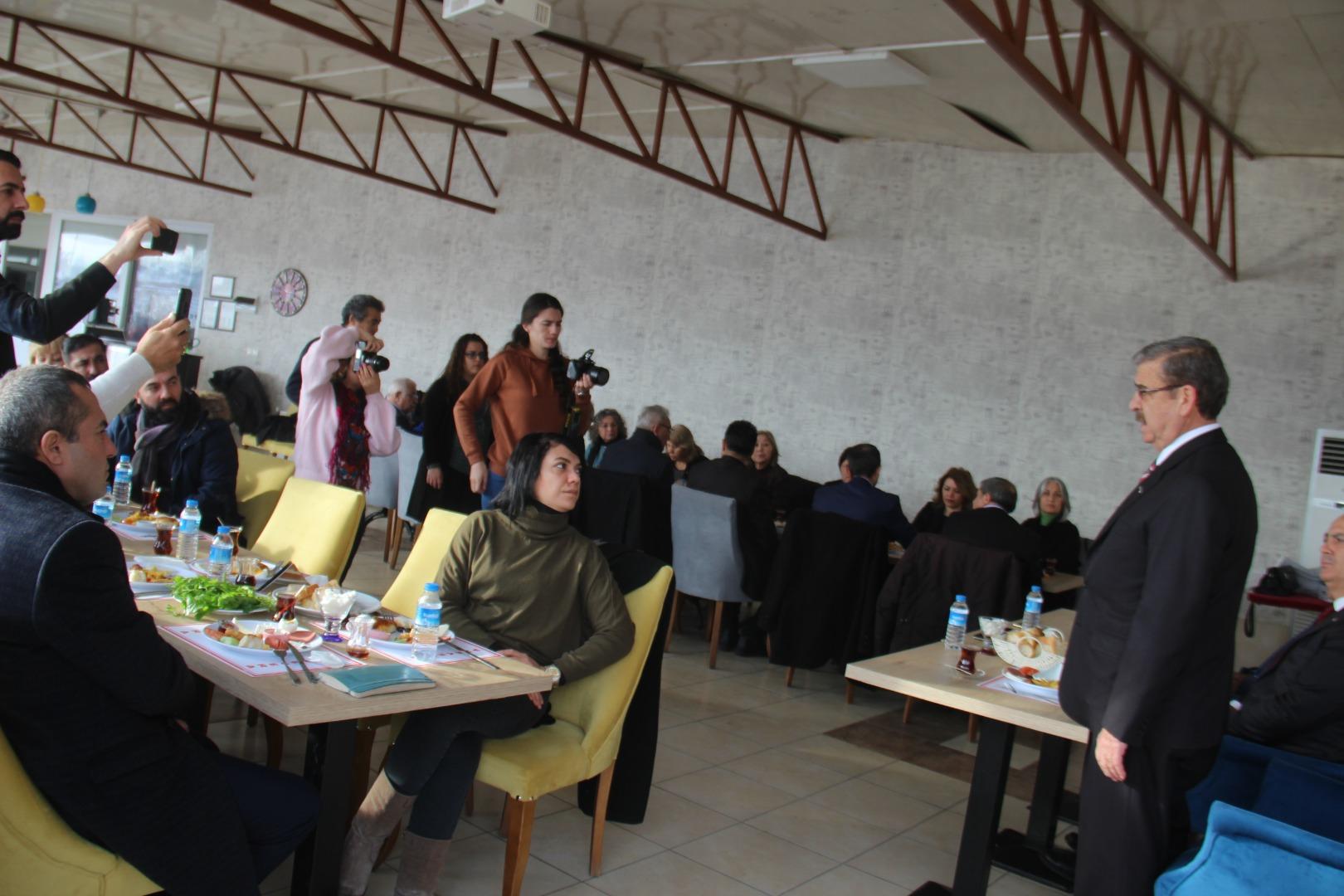 CHP'DEN GAZETECİLERE ÖZEL KAHVALTI