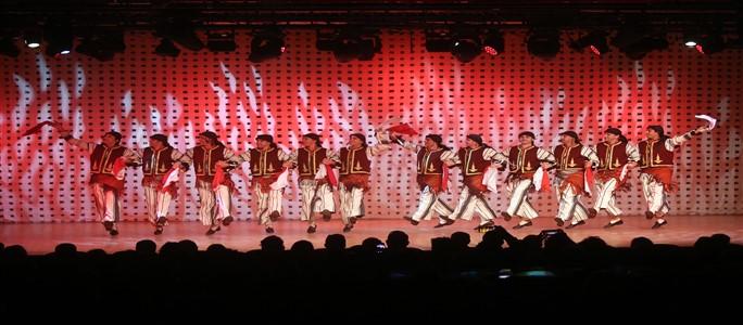 Devlet Halk Dansları Topluluğu Büyüledi