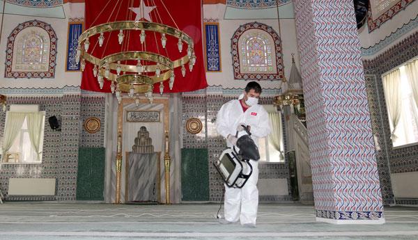 Çankaya'dan Cami Temizliği