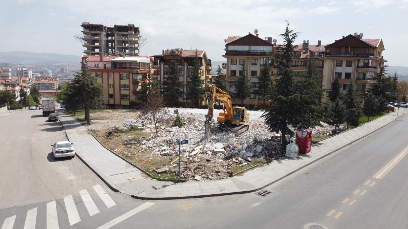 Ankara'da yeni gençlik merkezi için ilk kazma vuruldu