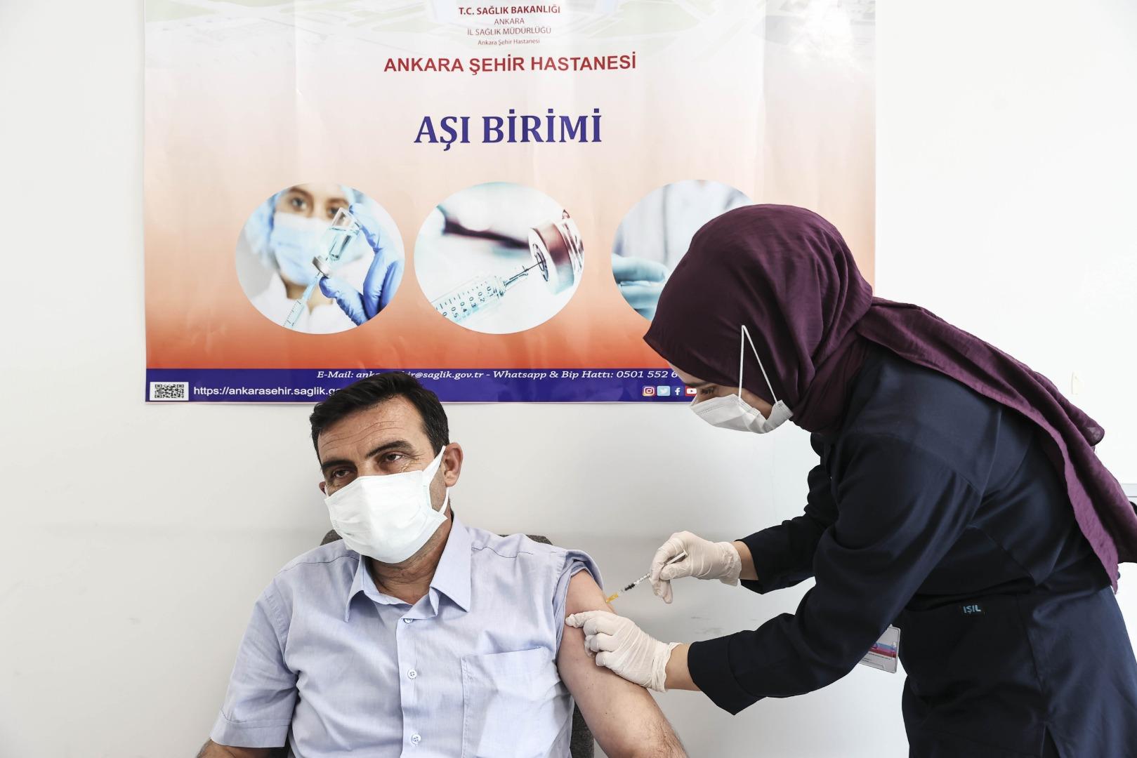 Başkent'te muhtarlara Kovid-19 aşısı yapılmaya başlandı