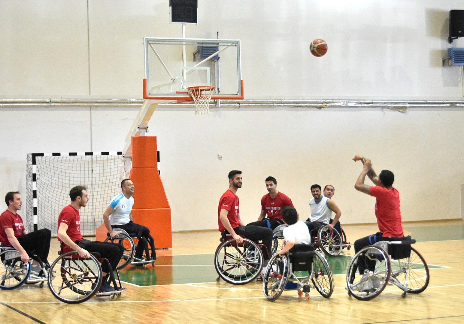 İlk kez tekerlikli sandalyede maç yaptılar