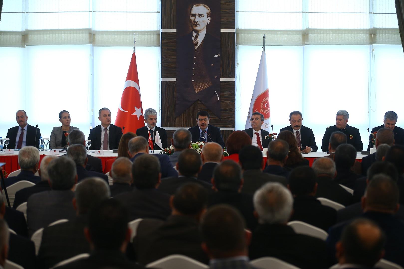 Ankara Valisi Şahin muhtarlarla bir araya geldi