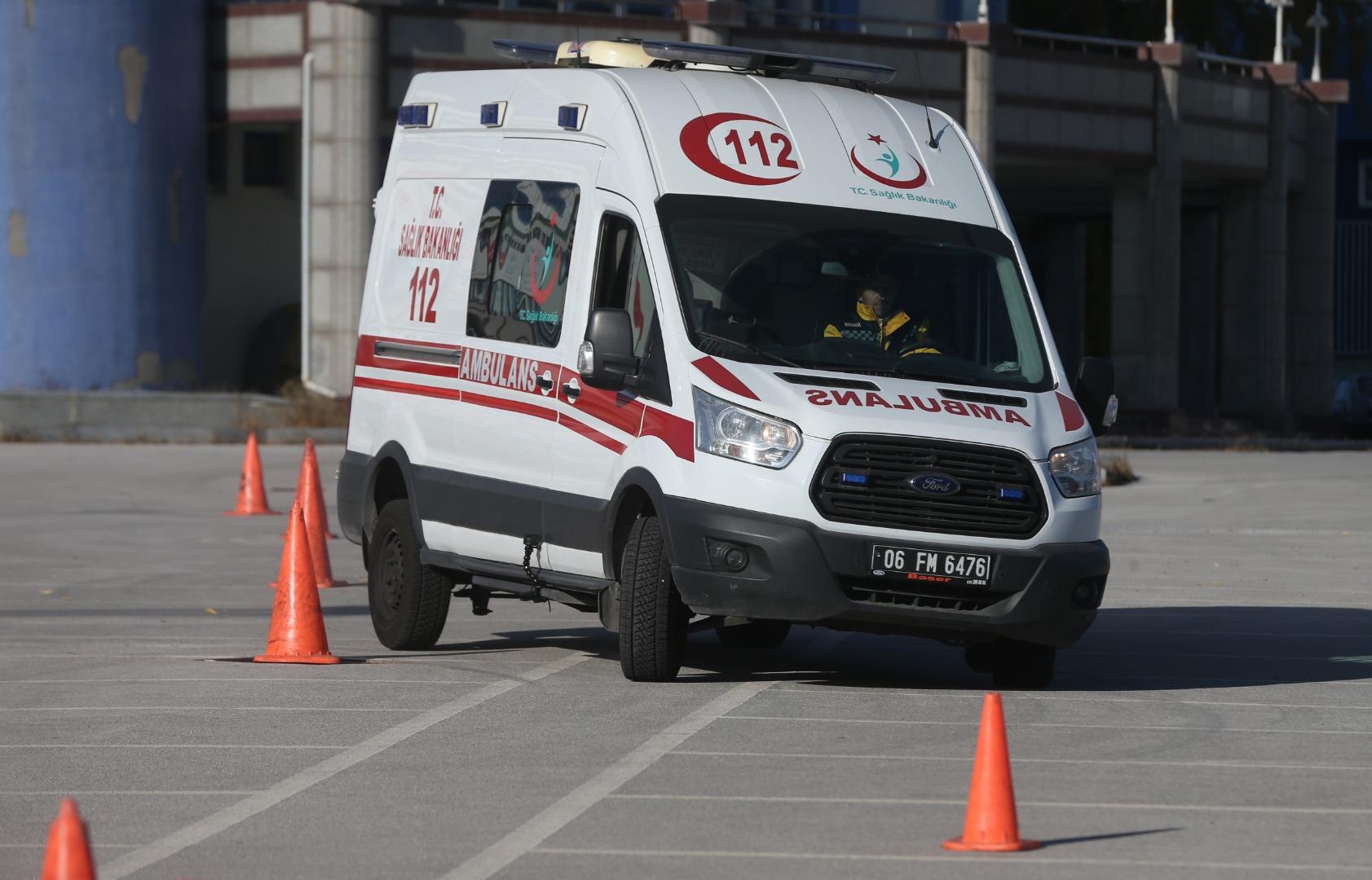Başkentte ambulans sürücüleri zorlu parkurda