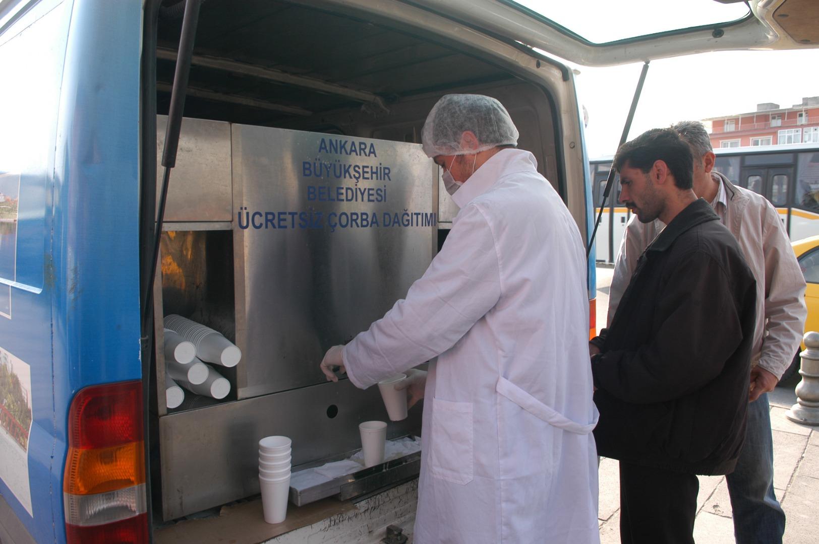 Mobil araçlarda sıcak çorba dağıtımı