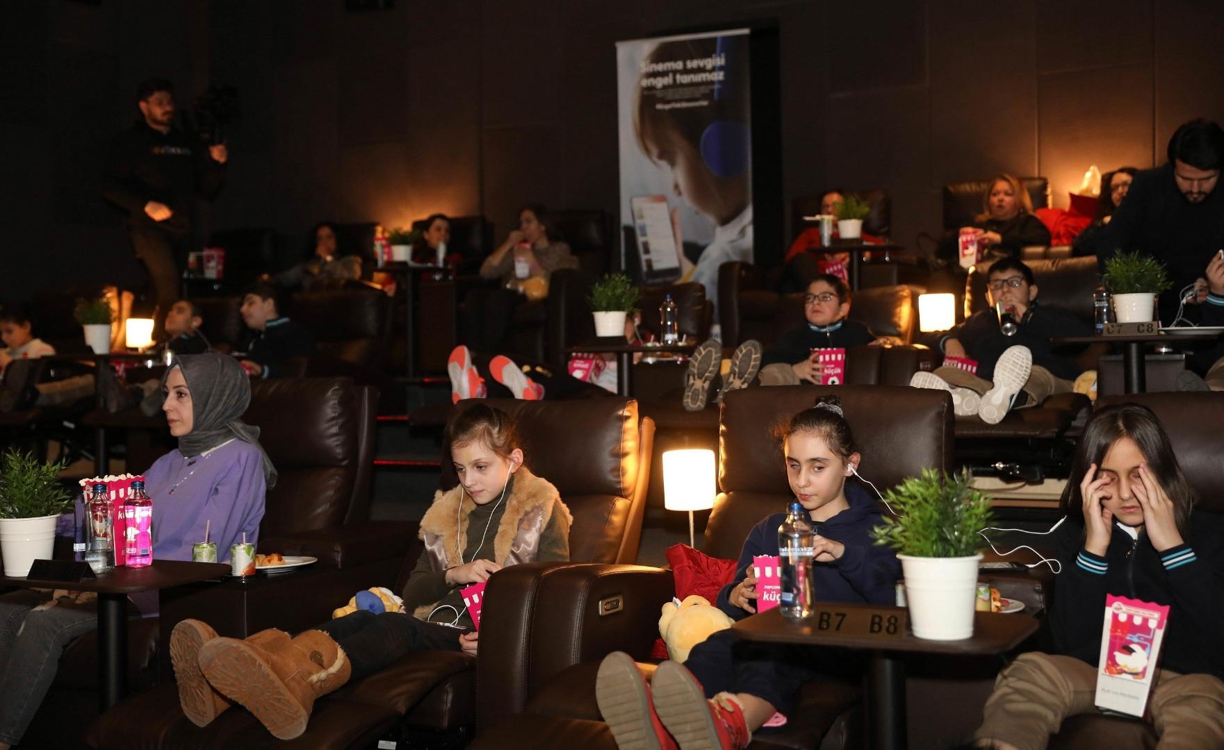 Görme engelli çocukların film heyecanı