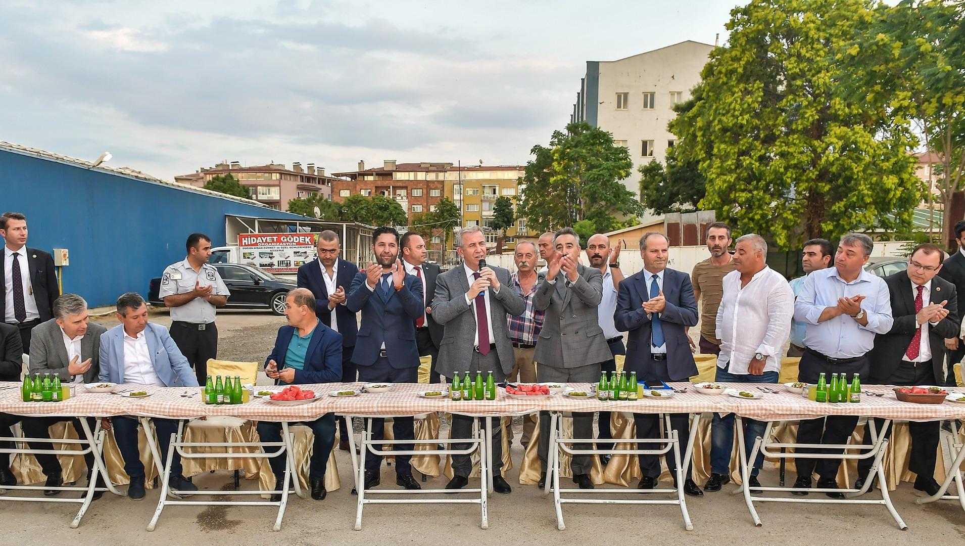 Başkan Yavaş, Maltepe Pazarı esnafıyla buluştu