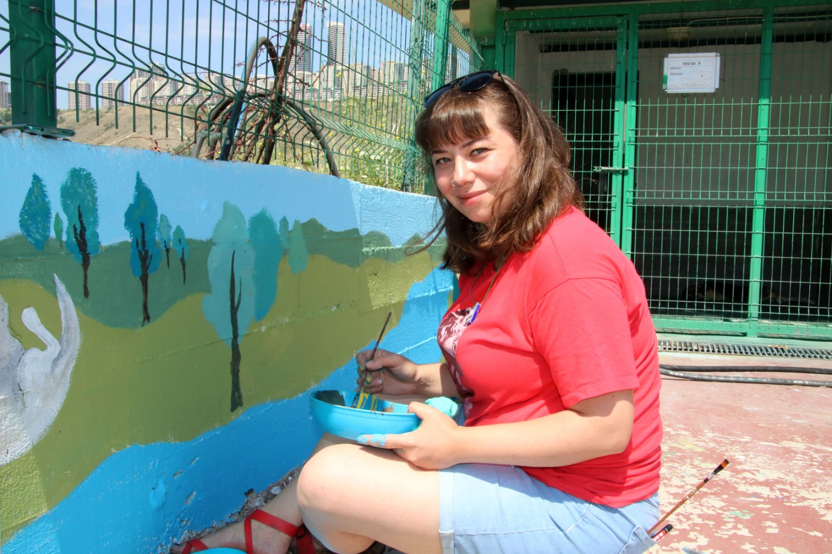 Barınağın duvarlarına sanatçı dokunuşu