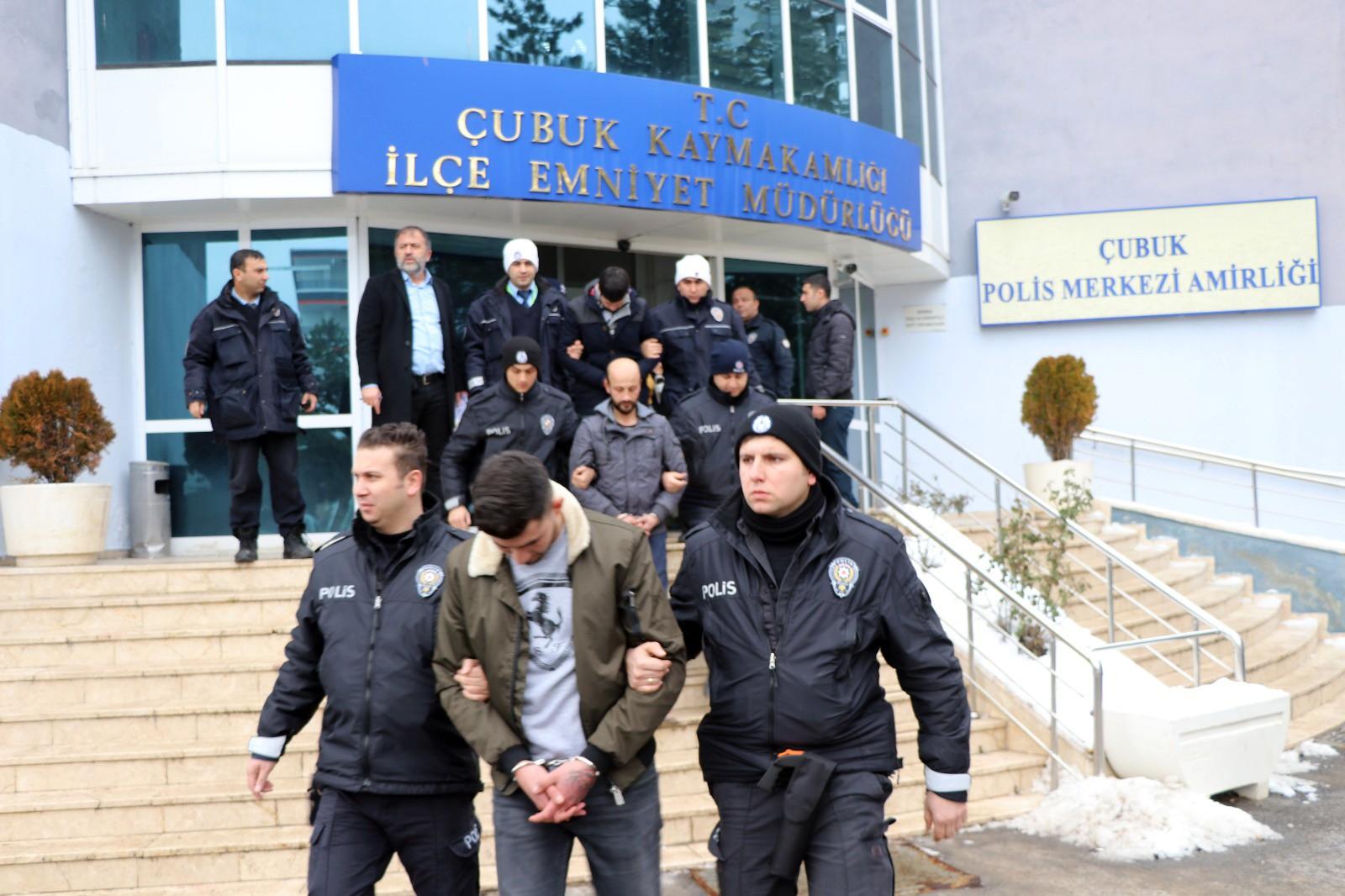Ankara'da uyuşturucu tacirlerine darbe: 20 gözaltı