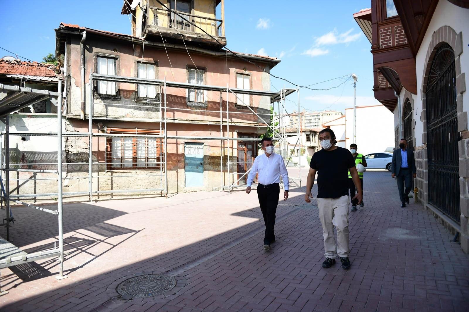 Hamamarkası sokaklarında tarihi doku tekrar canlanıyor
