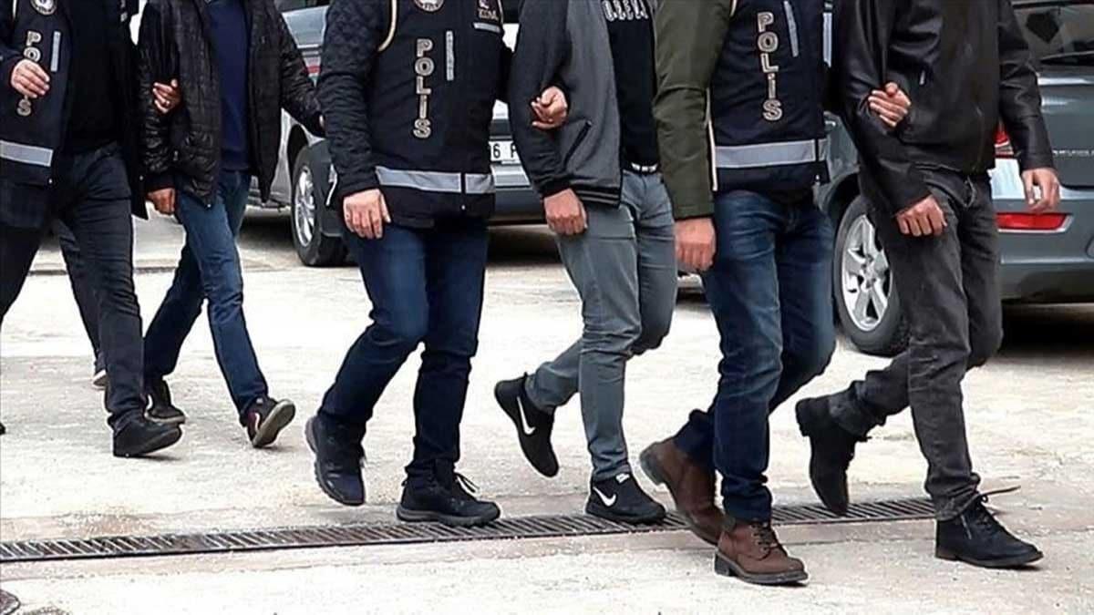 Vatandaşları memur yapma vaadiyle dolandıran 13 şüpheli yakalandı