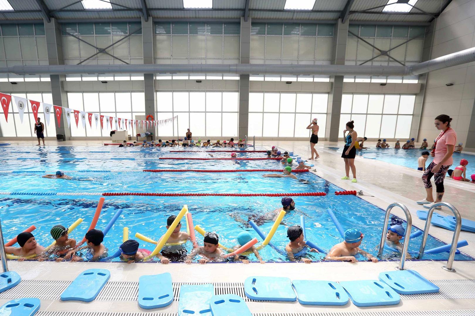 Yenimahalleliler yaz-kış yüzüyor