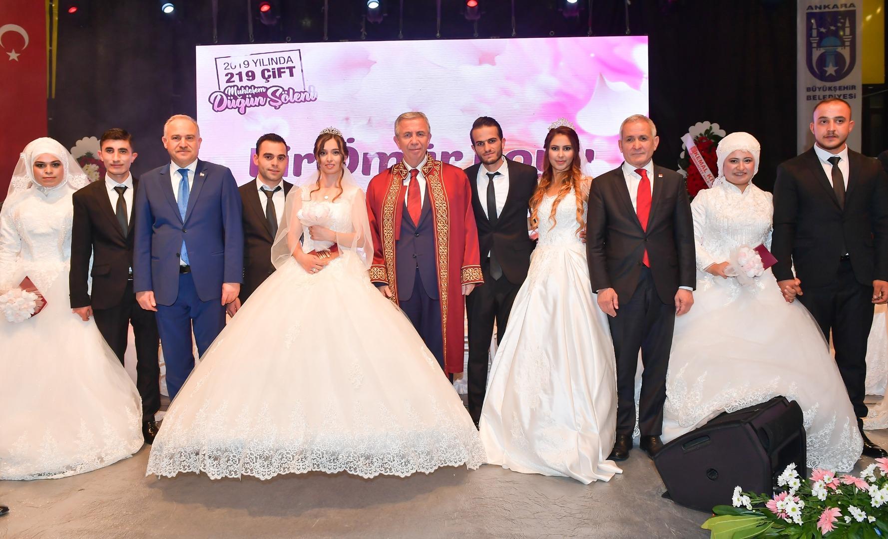 Büyükşehir'den 219 çifte toplu nikah töreni...