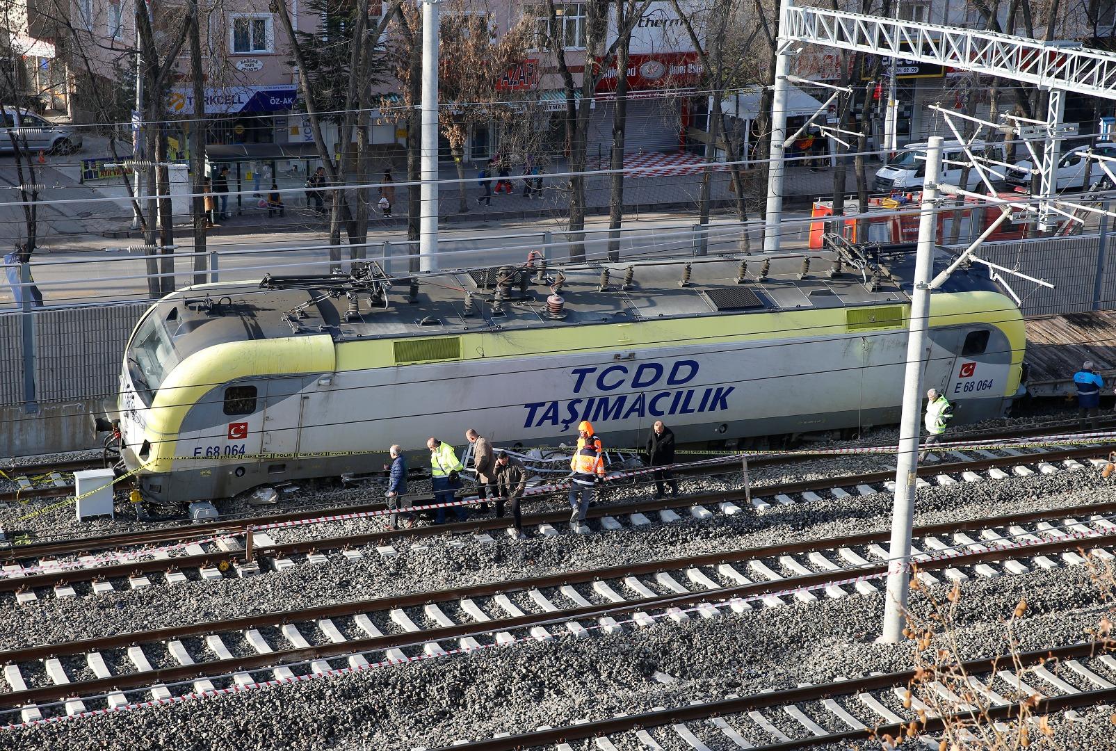 Ankara'da akaryakıt yüklü trenin raydan çıkması