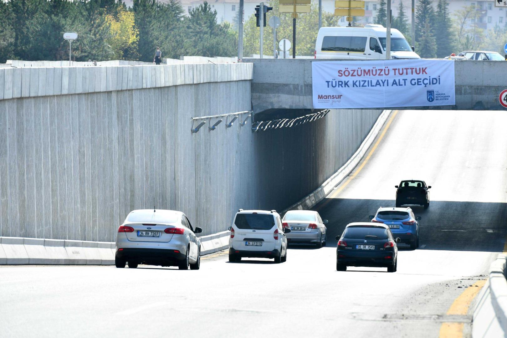 Türk Kızılayı Caddesi'ndeki köprülü kavşak trafiğe açıldı