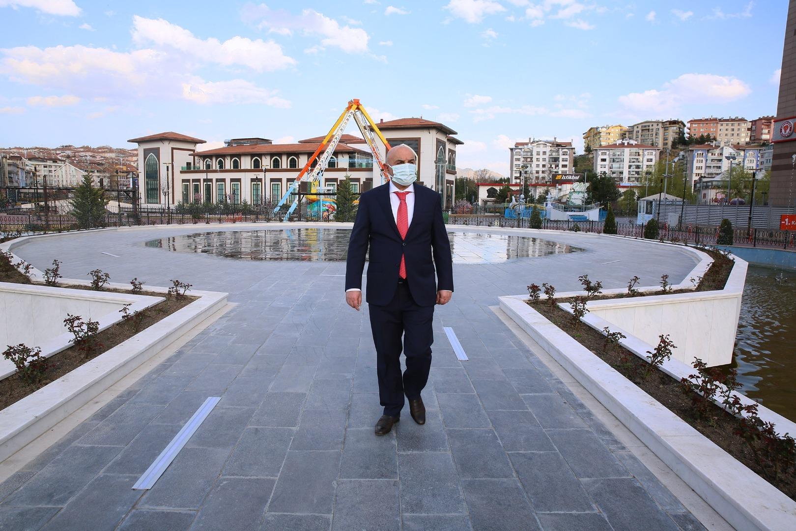 Havalar ısındı, Türk Dünyası Su ve Gül Meydanı canlandı