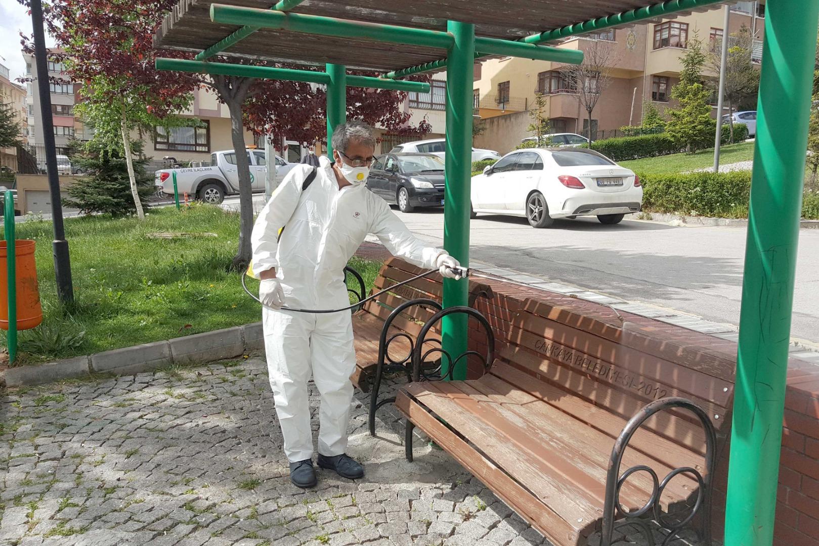 Çankaya parklarına ilaçlı dezenfekte