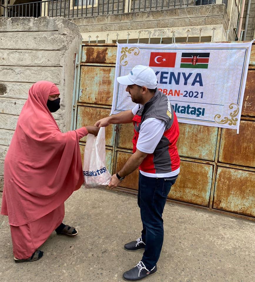 Kenya'da 2 bin 353 aileye kurban eti dağıtıldı