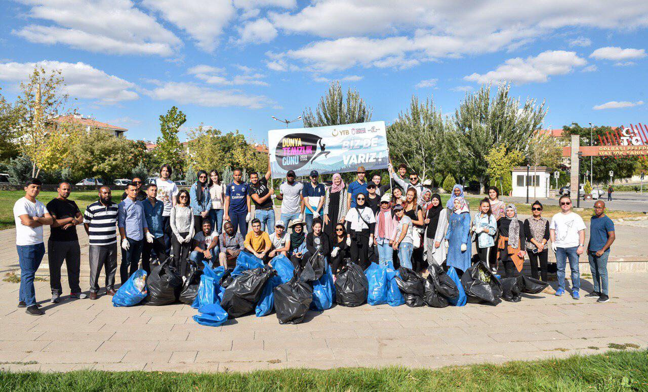 Uluslararası öğrenciler Mogan Gölü'nde çevre temizliği yaptı