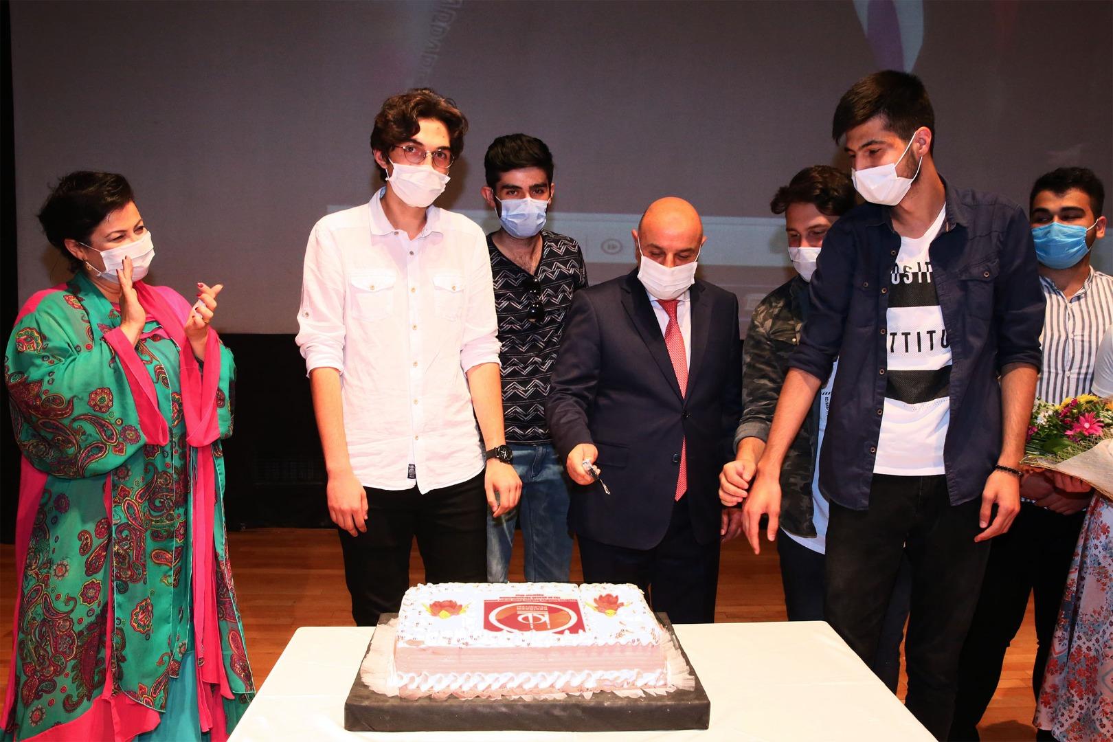Altınok'tan öğrencilere YKS pastası